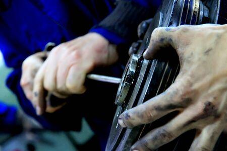 manos sucias: manos sucias - mecánica en el trabajo