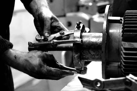 manos sucias: la mecánica de manos en el trabajo Foto de archivo
