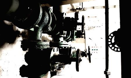 vintage verwarmingssysteem kleppen en leidingen