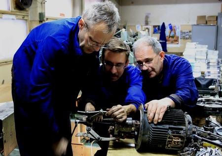 vuile handen - monteurs aan het werk 14