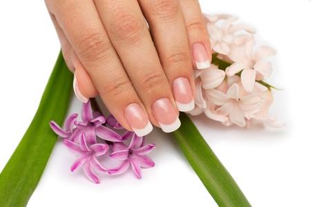 Professionele mooie nagel met bloemen op witte achtergrond Stockfoto