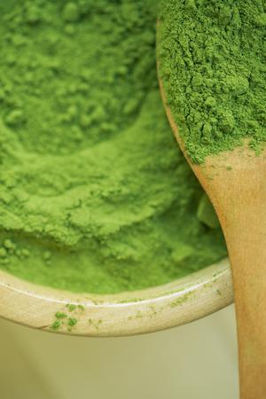 Super food Moringa green powder (Moringaceae) Standard-Bild