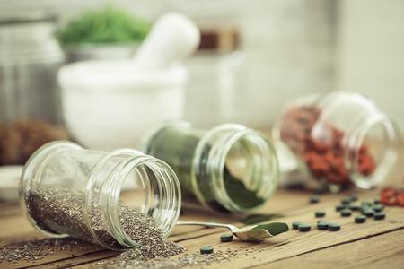 木製田部の剛、スピルリナとチアの種子 (スーパー フード)