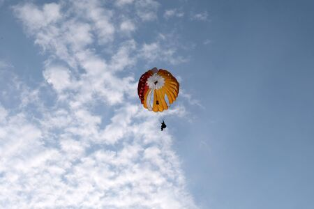 A paratrooper is in the sky. 版權商用圖片