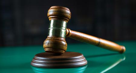 Legal, Ley, Concepto de Legislación. Juez martillo en los libros de derecho con escalas de la justicia.