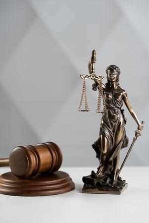 Imagen del concepto de ley legal, la Estatua de la justicia