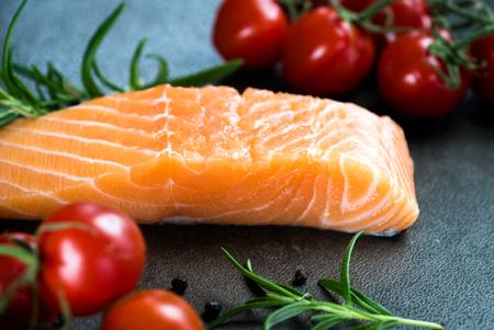 Fresh salmon on the cutting board. Imagens