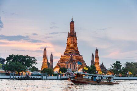 Wat Arun Temple sunset in bangkok asia Thailand 写真素材