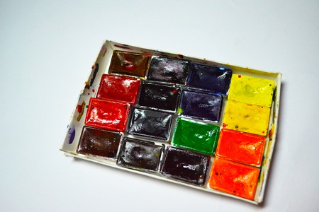 plan view of a watercolor paint in a box with paint stains on a white background 版權商用圖片