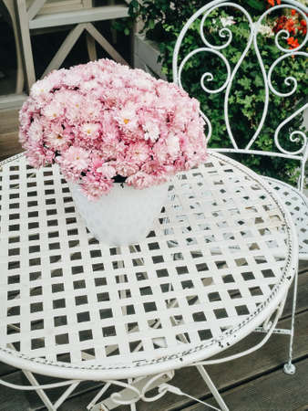 pink peony flower on white wooden table background 版權商用圖片