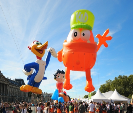 defile: BRUSSELS, BELGIUM-SEPTEMBER 8: Defile of giant cartoon characters in Balloons Day Parade departs from Place des Palais on September 8, 2012 in Brussels.
