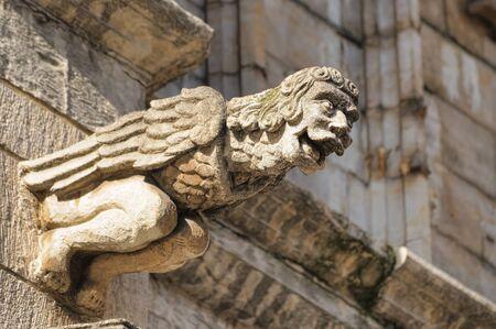Rire chiffre Gargouille Hôtel de ville médiévale décoration à Bruxelles, en Belgique. Gargouilles dans la tradition gothique utilisés pour détourner l'eau de pluie des murs du bâtiment Éditoriale