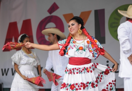 BRUSSELS, BELGIUM-SEPTEMBER 15: Dancers of Xochicalli Mexican folkloric ballet in a concert on Grand Place during 12 edition of Folklorissimo Festival on September 15, 2012 in Brussels