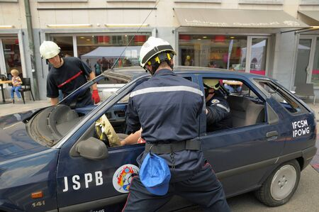 rescue service: BRUSSELS, BELGIUM-MAY 5  Members of Belgian rescue service show their skills during annual Day of Iris - Fete de l