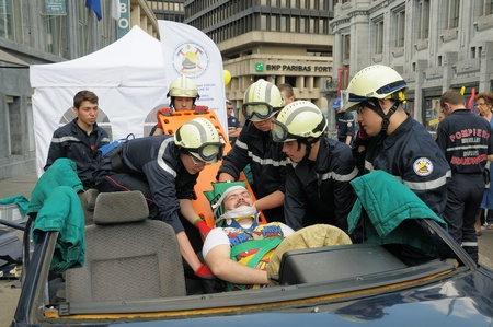 rescue service: BRUSSELS, BELGIUM-MAY 5  Belgian rescue service demonstrate skills during annual Day of Iris - Fete de l