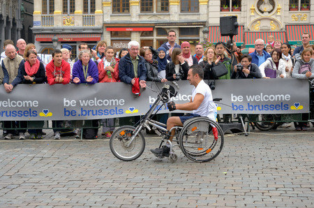 BRUSSELS, BELGIUM-OCTOBER 6: Participants arrive to the finish at Grand Place during Brussels Marathon and Half Marathon on October 6, 2013 in Brussels. Stock Photo - 22946951
