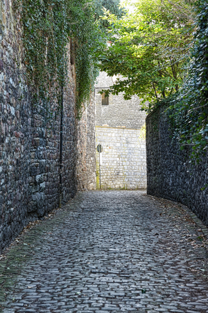 wallonie: Medieval street Ruelle des Freres Mineurs in Huy, province Liege, Belgium Stock Photo
