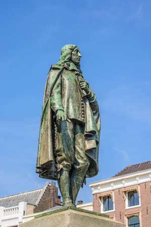 engel: Memorial of dutch politician Johan de Witt in historical centre of the city Hague, Netherlands. Created by Frederik Engel Jeltsema in 1916 Editorial