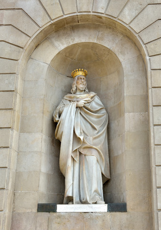 conqueror: Marble statue of James I The Conqueror decorating Palau de la Generalitat building, siege of the government built in 15 century. Barcelona, Spain Stock Photo