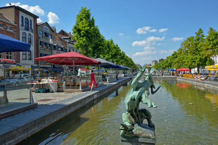 bois: BRUSSELS, BELGIUM-JUNE 06, 2013: Quai de Bois a Bruler square, which was built on place of the old port. Favorite place for tourists searching Belgian sea food restaurants Editorial