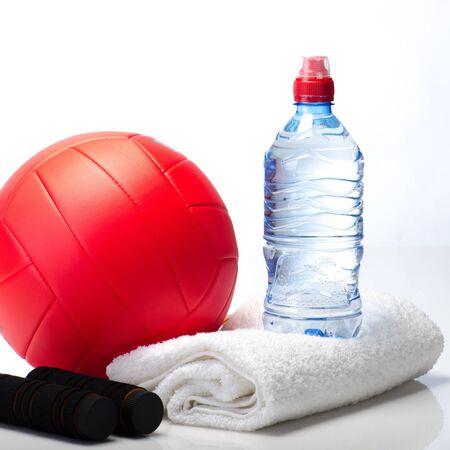 pelota de voley: Gimnasio toalla equipo, agua, voleibol, saltar la cuerda Foto de archivo