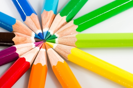 Color pencils arranged in roygbiv on white background Stock Photo - 15139640