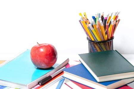 Lápices De Colores, Libros, Bolígrafos, Cuadernos Y Una Manzana ...