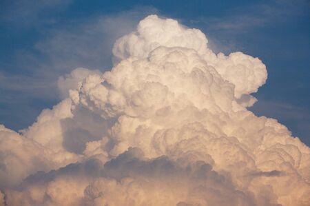 Thunder Cloud Standard-Bild - 27305875