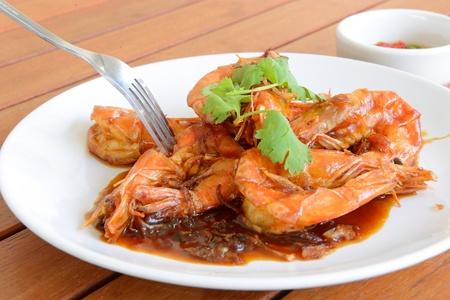 tamarindo: El tipo de comida tailandesa, se llama Camarones con salsa de tamarindo, no es picante
