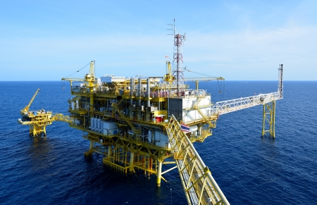 torres petroleras: La plataforma petrolera en el golfo de Tailandia