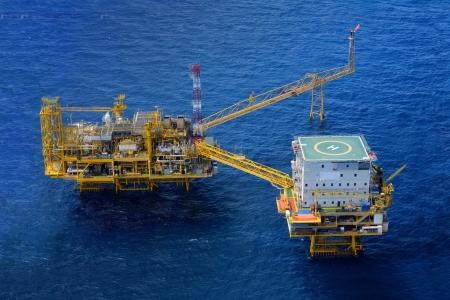 torres petroleras: Vista superior de la plataforma de la plataforma petrolera en alta mar Foto de archivo