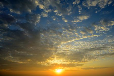 beautiful sunrise sky with cloud Standard-Bild
