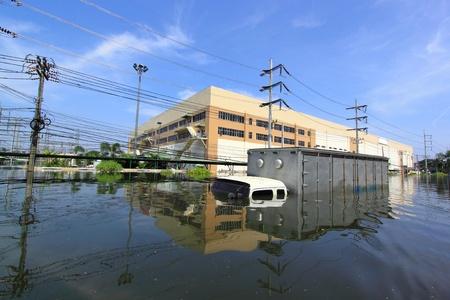 Heavy flooding in Nava nakorn, Prathumthani, Thailand.  Stock Photo - 11580746