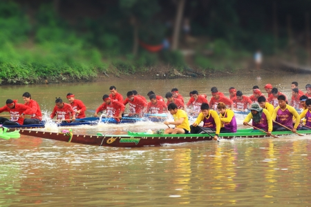 SARABURI,THAILAND - SEPTEMBER 23 :Unidentified crew in traditional Thai long boats compete during Queen Cup Traditional Long Boat Race Championship on September 23, 2012 in Saraburi,Thailand. Editorial