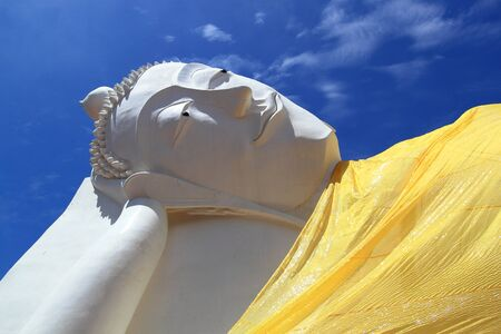 Reclining Buddha status photo