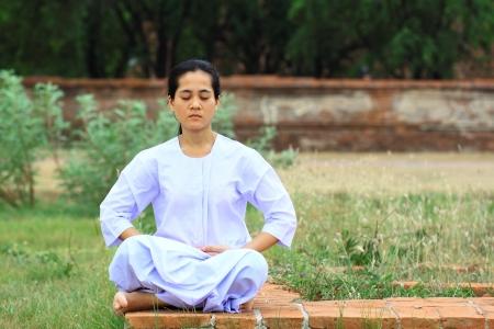 Nuns meditation