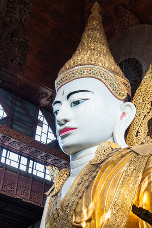 Ngahtatgyi Buddha Temple is a Buddhist temple in Bahan Township, Yangon, Myanmar.The Nga Htat Gyi pagoda in Yangon is known for its enormous seated image of the Buddha donated by Prince Minyedeippa Stockfoto