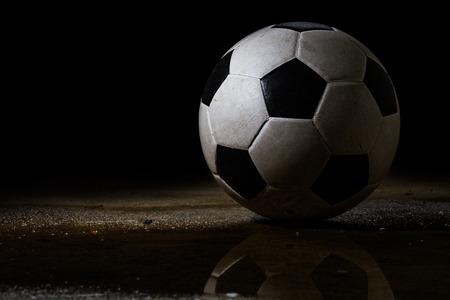 黒の背景上に汚れたサッカー ボール 写真素材