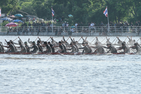 dragonboat: HUAHIN, THAILAND - NOV 13 : Unidentified crew in traditional Thai long boats during event boat race in honor of Majesty King Bhumibol Adulyadej on November 13, 2016 in Huahin, Prachuapkhirikhan Editorial