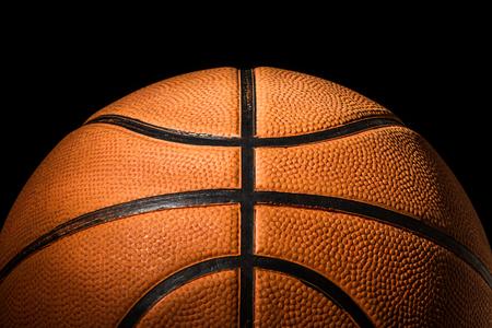 Gros plan de basket-ball sur fond noir