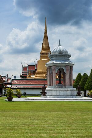 detailed view: Detailed view of the royal palace in Bangkok Thailand