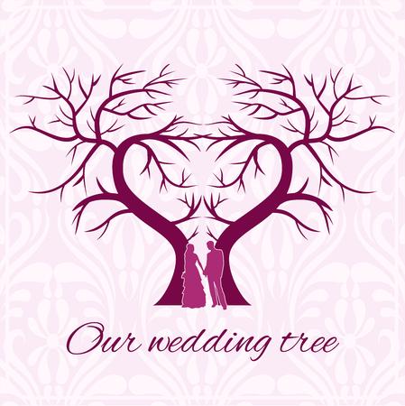 El árbol del corazón de la boda con las siluetas de los amantes en colores cálidos.