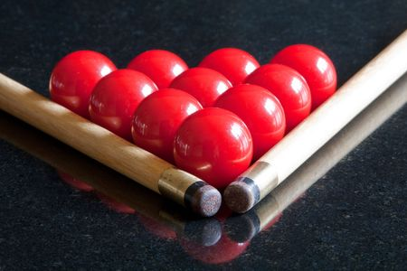 snooker cues: Snooker cues with a triangle of red balls