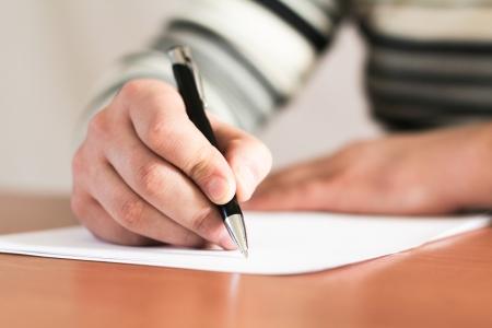 Nahaufnahme der menschlichen Hand mit Stift Standard-Bild