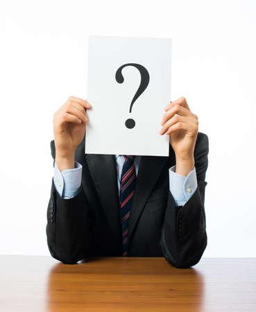 simbolo hombre mujer: Hombre de negocios que lleva un signo de interrogaci�n