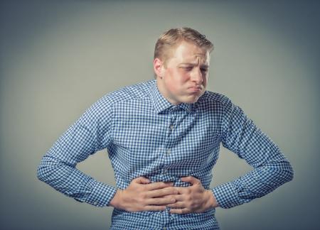 Junger Mann mit starken Magen Standard-Bild