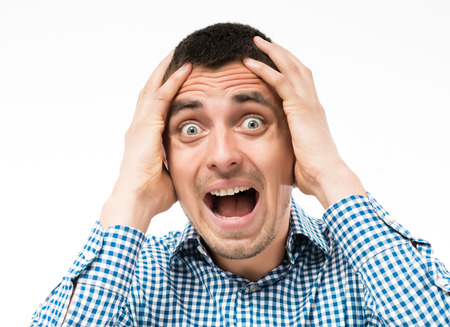 Angst Mann klatschte in die Hände hinter dem Kopf Standard-Bild