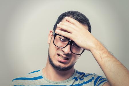 agonizing: Males sore headache