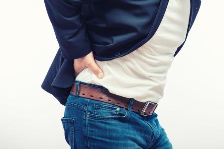 dolor de espalda: Hombre con dolor dorsal