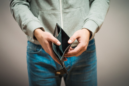Faillissement - Zakenpersoon houden een lege portemonnee